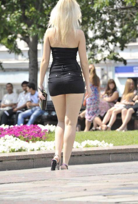 Фото девушек в коротеньких юбках