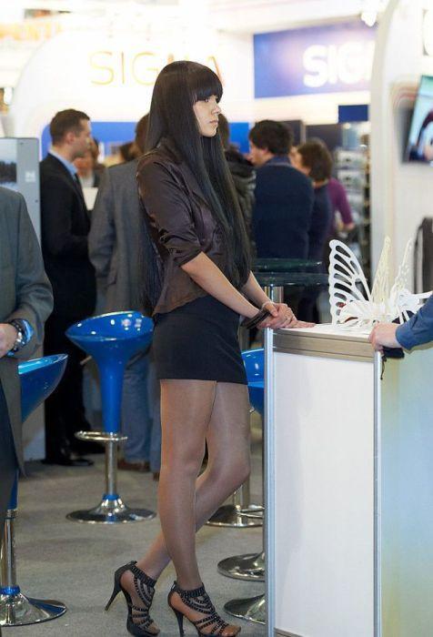 Фото девушки в юбках на работе работа для фотографа киев