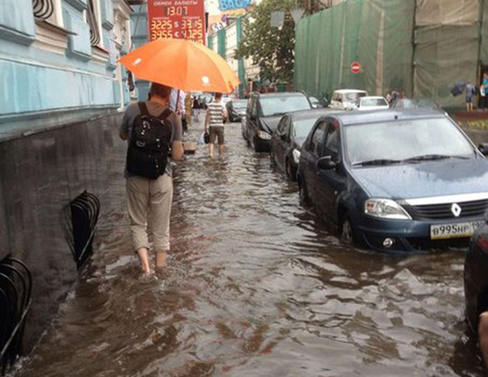 Центр Москвы затопило (12 фото)