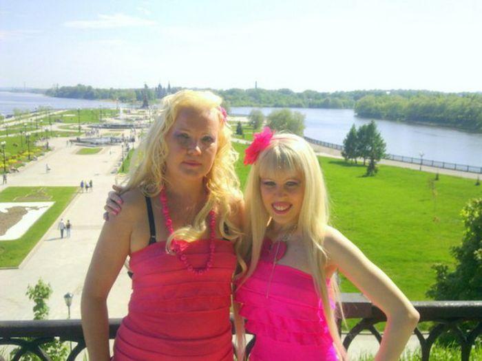 Познакомьтесь с мамой Карины Барби (9 фото)