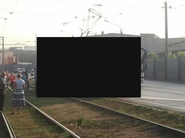 Невиданная авария с трамваем (3 фото)