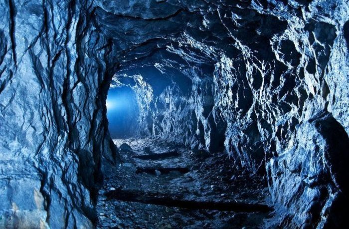 Загадочные шахты со всего мира (38 фото)