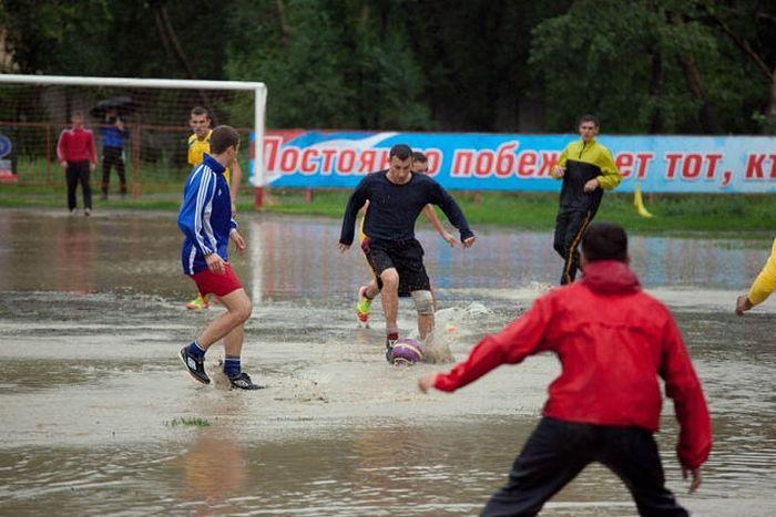 Интересные кадры с матча в городе Комсомольск-на-Амуре (8 фото)