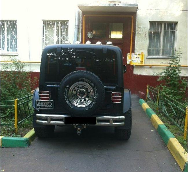 Месть за парковку (2 фото)