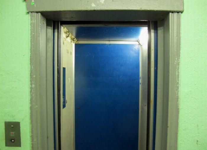 Прикольная идея - доска в лифте (10 фото)