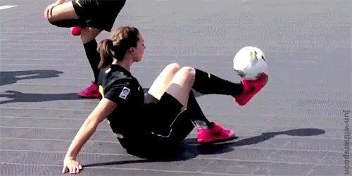 Девочка выдаёт мастер класс