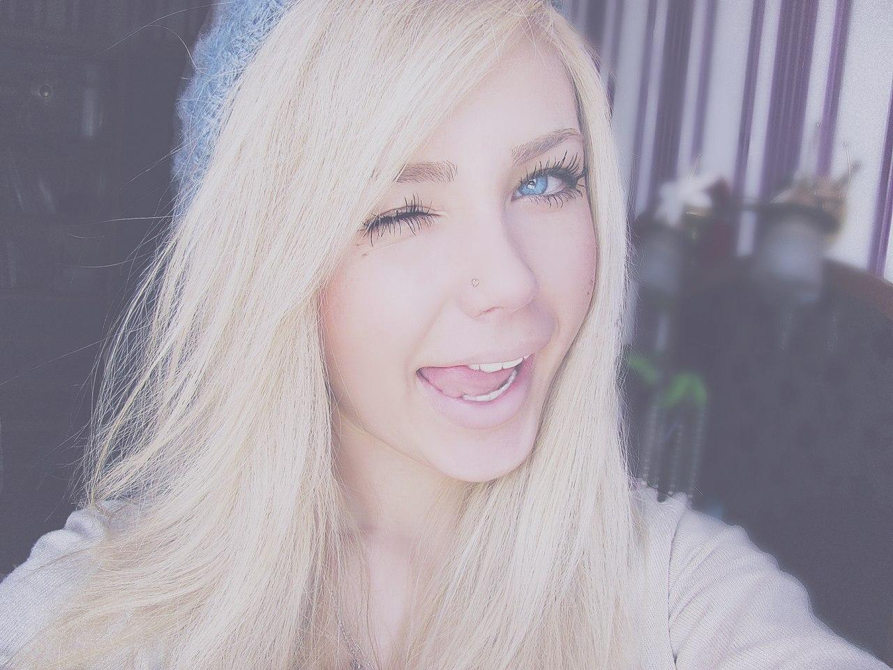 Фото красивых девушек блондинок на аву 17 лет
