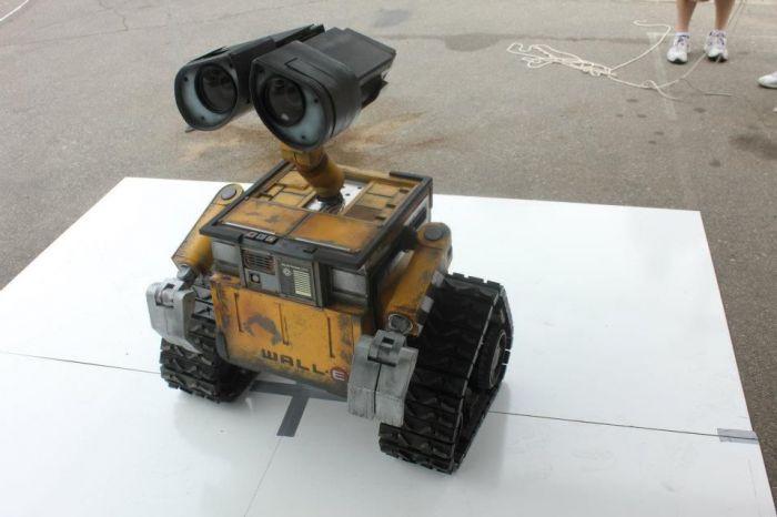 Удивительная копия робота WALL-E (8 фото)