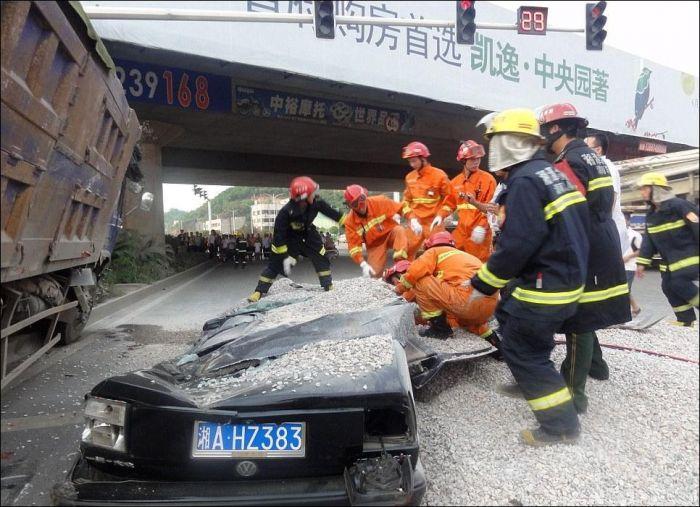 Жуткая авария со счастливым концом (6 фото)