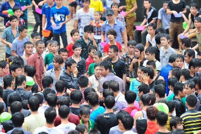 Водный фестиваль в Китае перерос в нападение на женщин