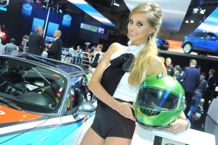 Девушки с Автовыставки 2012 в Москве (49 фото)