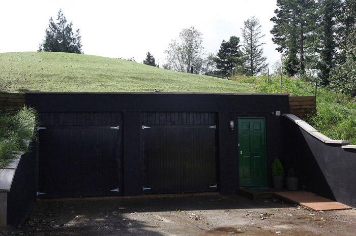 Креативный проект дома на месте подземного бункера (8 фото)