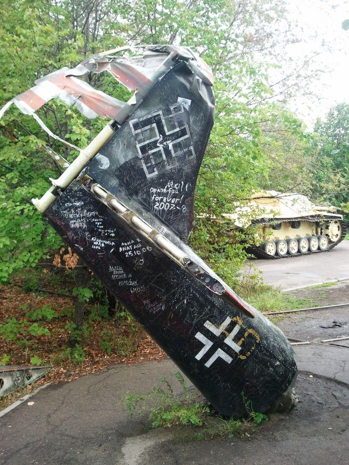 Фашистский самолет подбит!