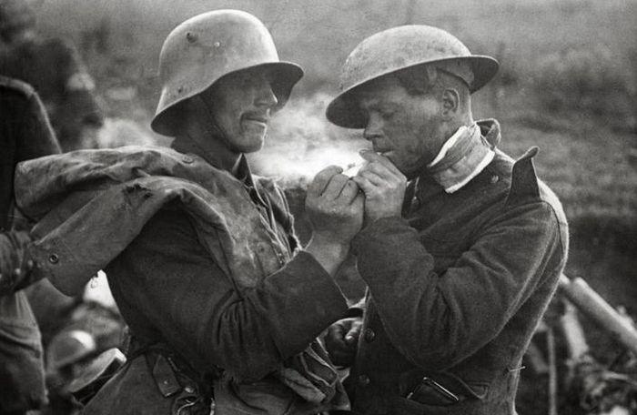 Рождество 1914 года французские, британские и немецкие солдаты отметили вме ...