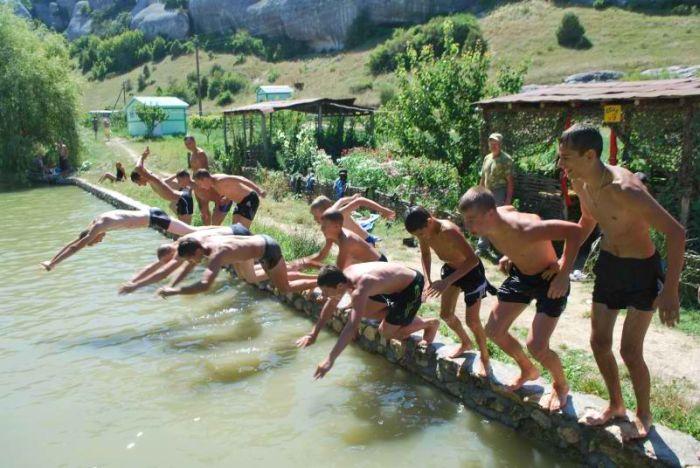 Военный лагерь для подростков в Крыму (20 фото)