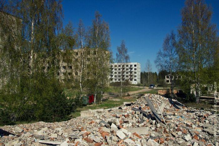 Фотоэкскурсия по заброшенной военной базе в России