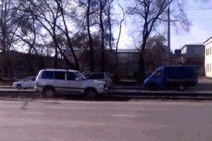 Хитрый водитель решил объехать пробку