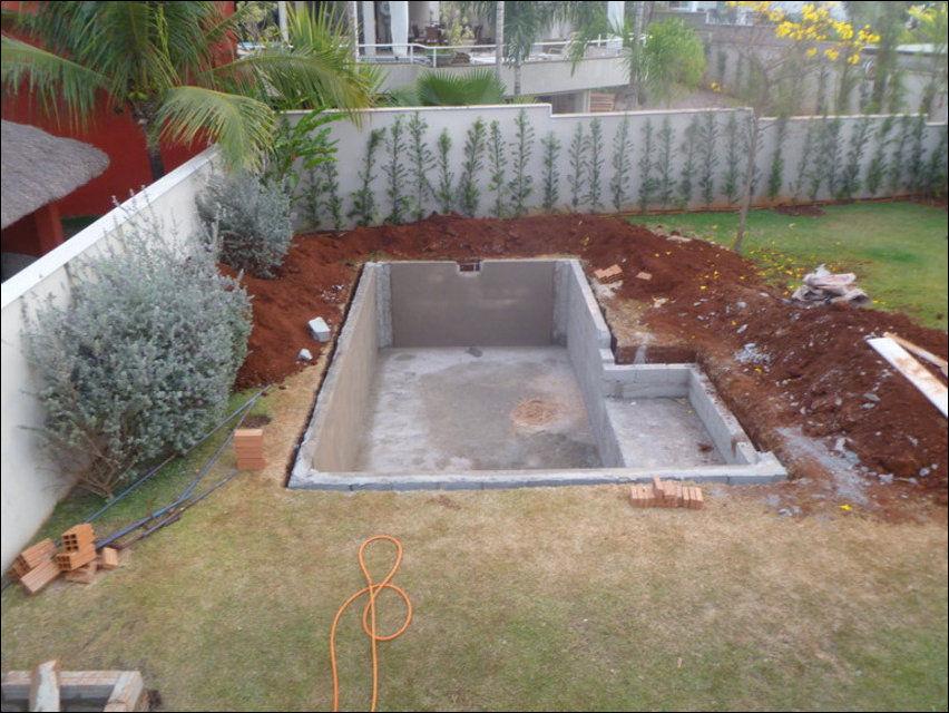 Двор с бассейном фото