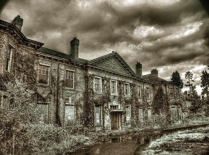 Подборка пугающих фото заброшенных строений