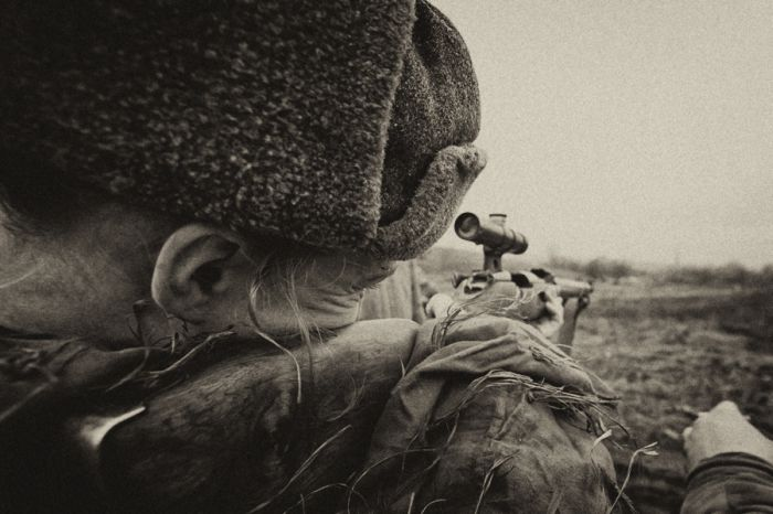 Уникальные снимки девушек, идущих в бой