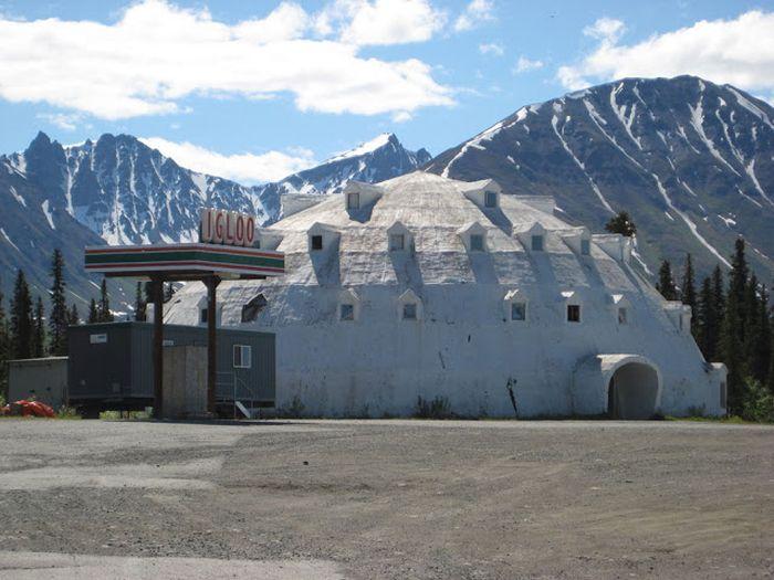 Очень необычная заброшенная гостиница на Аляске