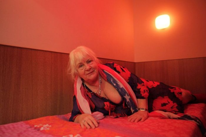 Цена пожилых проституток нововеличковские проститутки