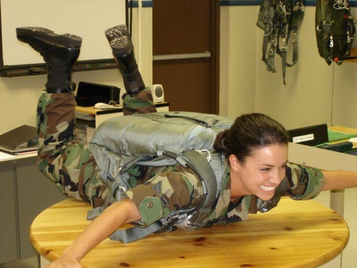 Коллекция симпатичных девушек в армии из разных стран мира