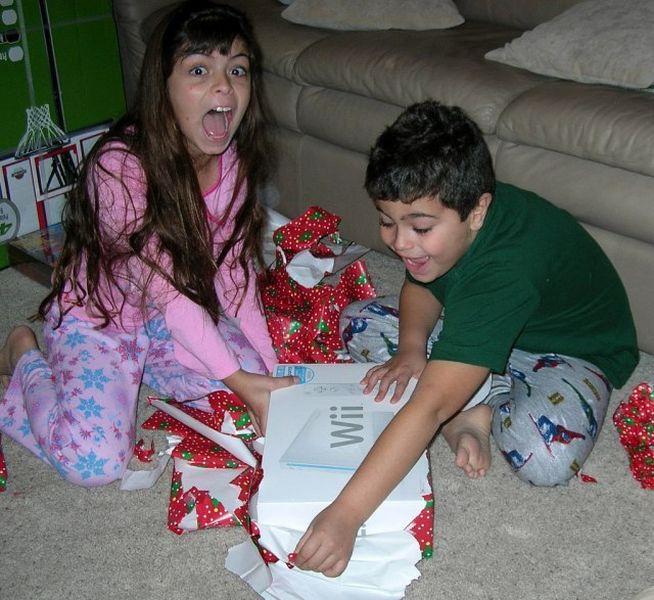 Эмоции детей на сюрпризы