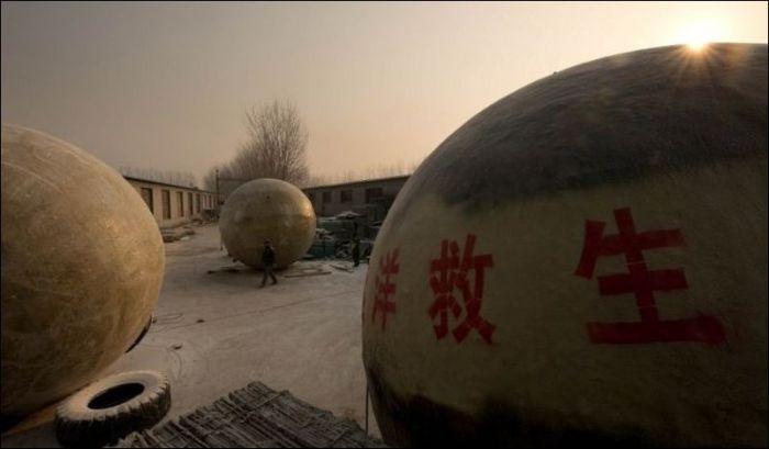 Китайские шары, чтобы пережить конец света (12 фото)