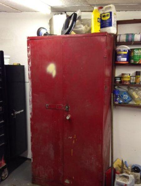 Секретный шкаф в гараже