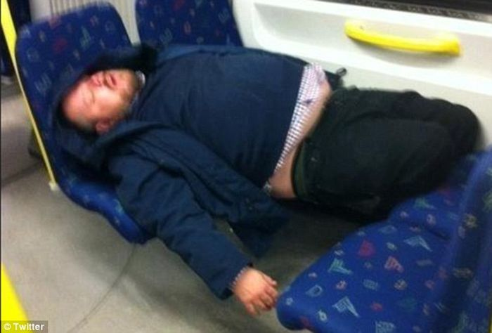 Сон в общественном транспорте