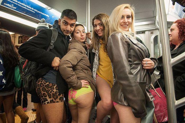 """Ежегодная акция """"В метро без штанов"""""""