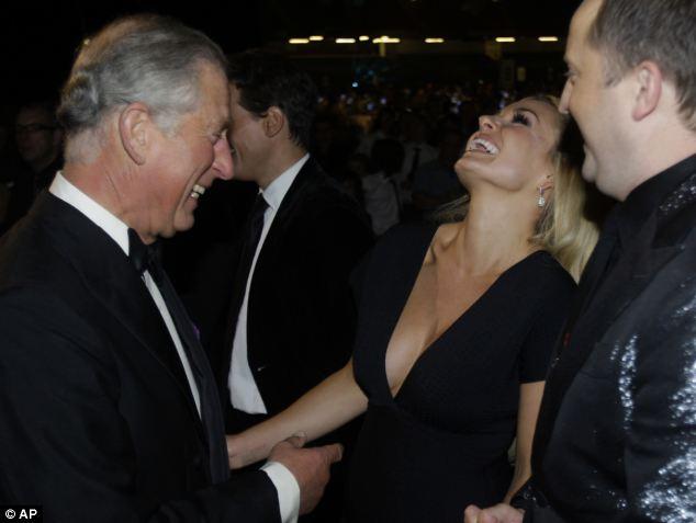Принц Чарльз падок на женские прелести (8 фото)