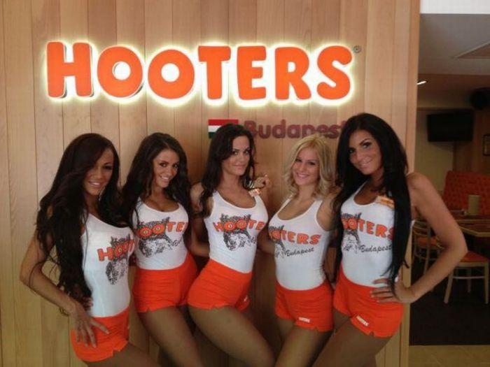 Соблазнительные девушки из ресторана Hooters