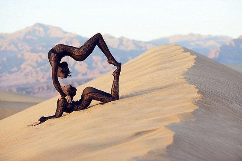 seksualnaya-akrobatka-v-pustine