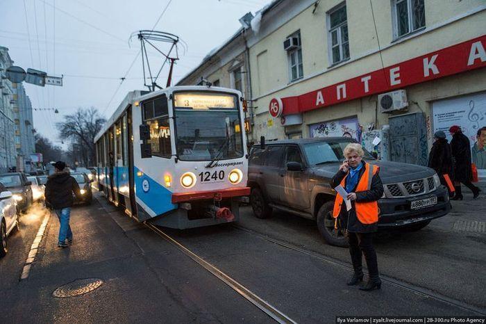 Забавная история о трамвае и джипе