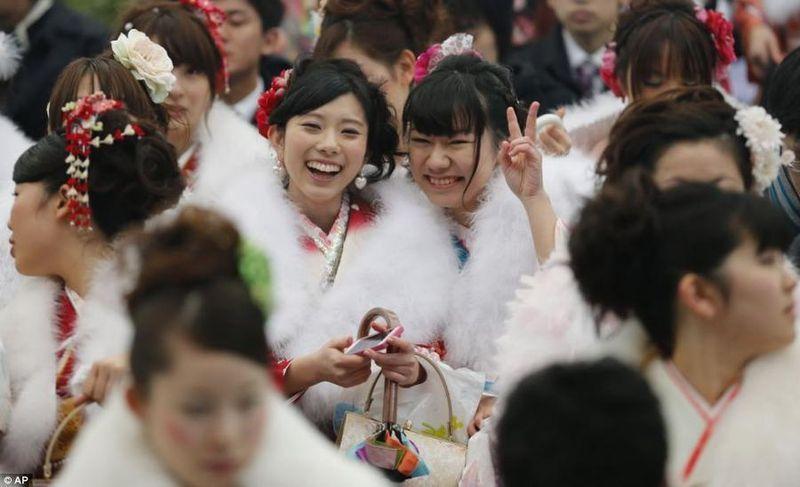 16. По значимости День Совершеннолетия в жизни каждой японской девушки
