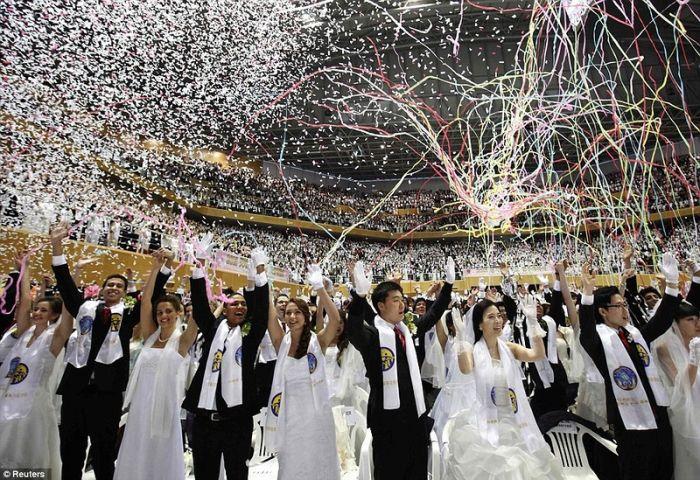 3500 тысяч пар сыграли свадьбу в Южной Корее...