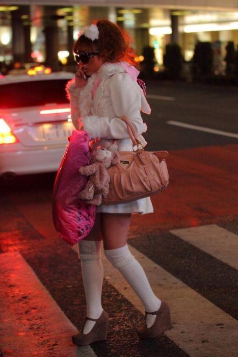 фото и видео девушек одетых в комбинацию