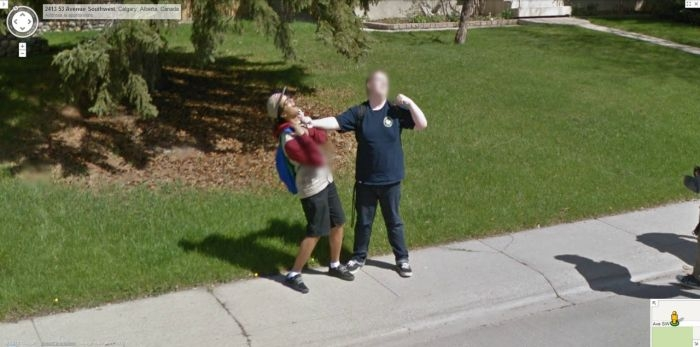 ... Google Street View и спутников Google Maps: doseng.org/prikol/80090-prikoly-na-google-street-view.html