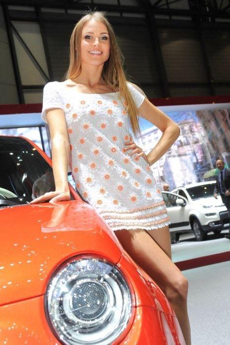 Красивые девушки с Женевского автосалона (130 фото)