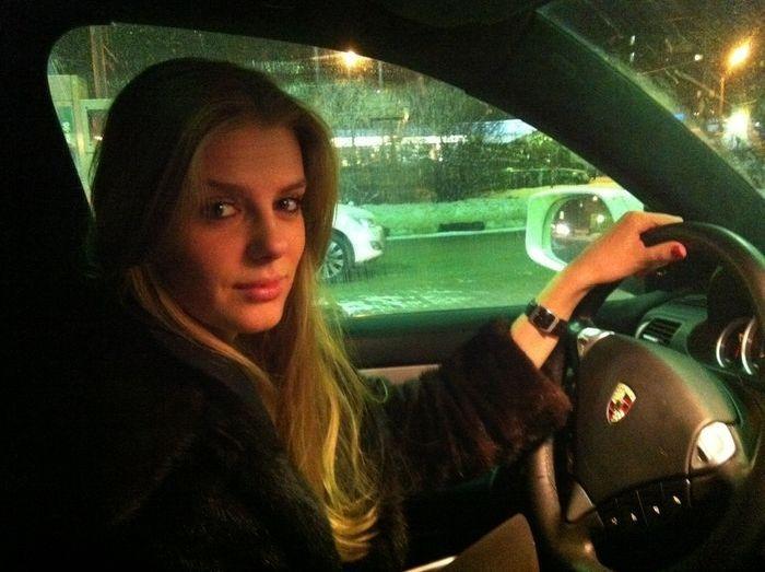 Красивые девушки и их машины