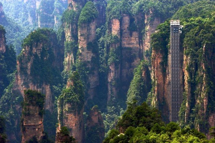 В Китае самый высокий в мире лифт