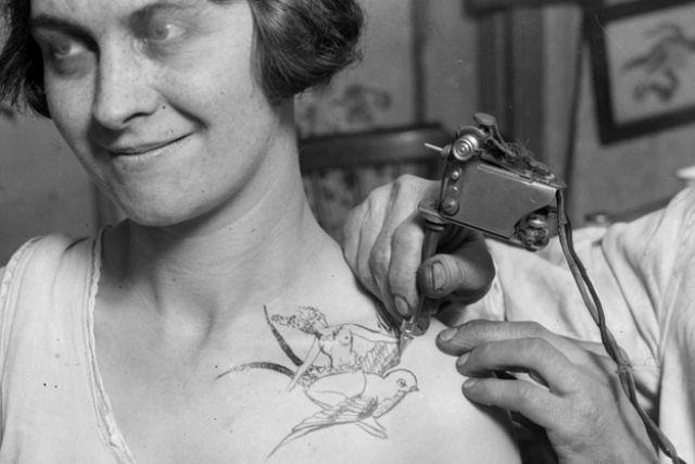 Татуированные  ретро-девушки