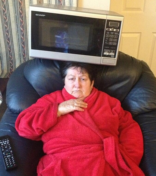 Бабуля развлекает друзей внука в твиттере