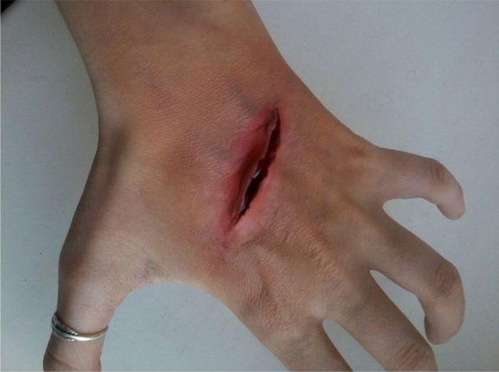 Учимся делать правдоподобный порез на своем теле
