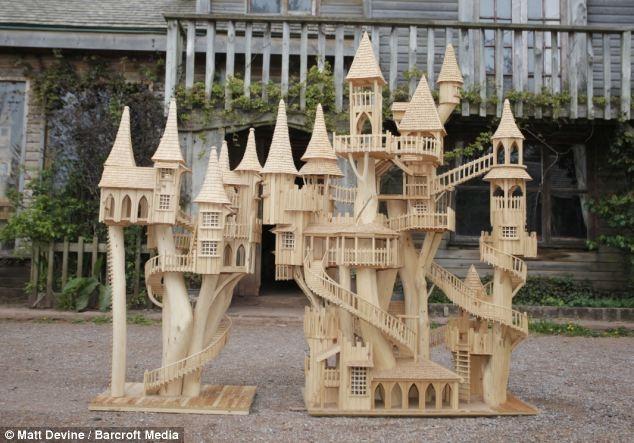 Удивительные модели домов из срубленных деревьев