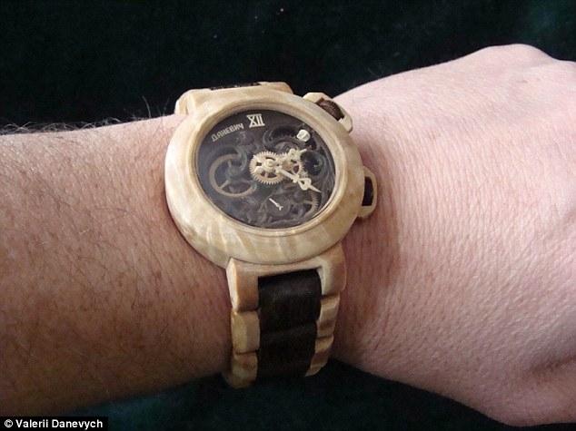 Удивительные часы из дерева