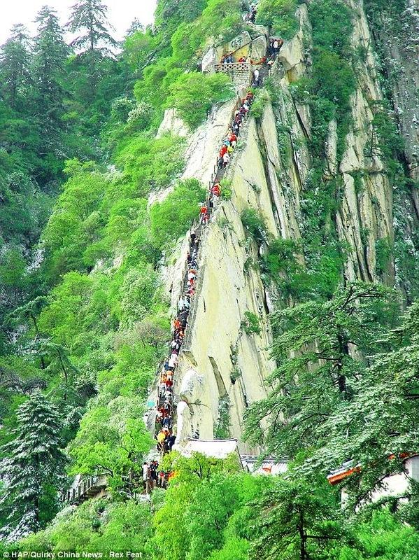 Смертельно опасный туризм в Китае