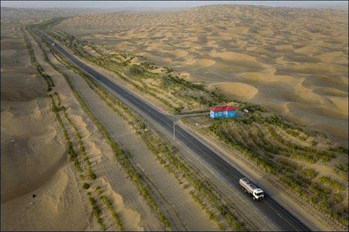 Шоссе через всю пустыню